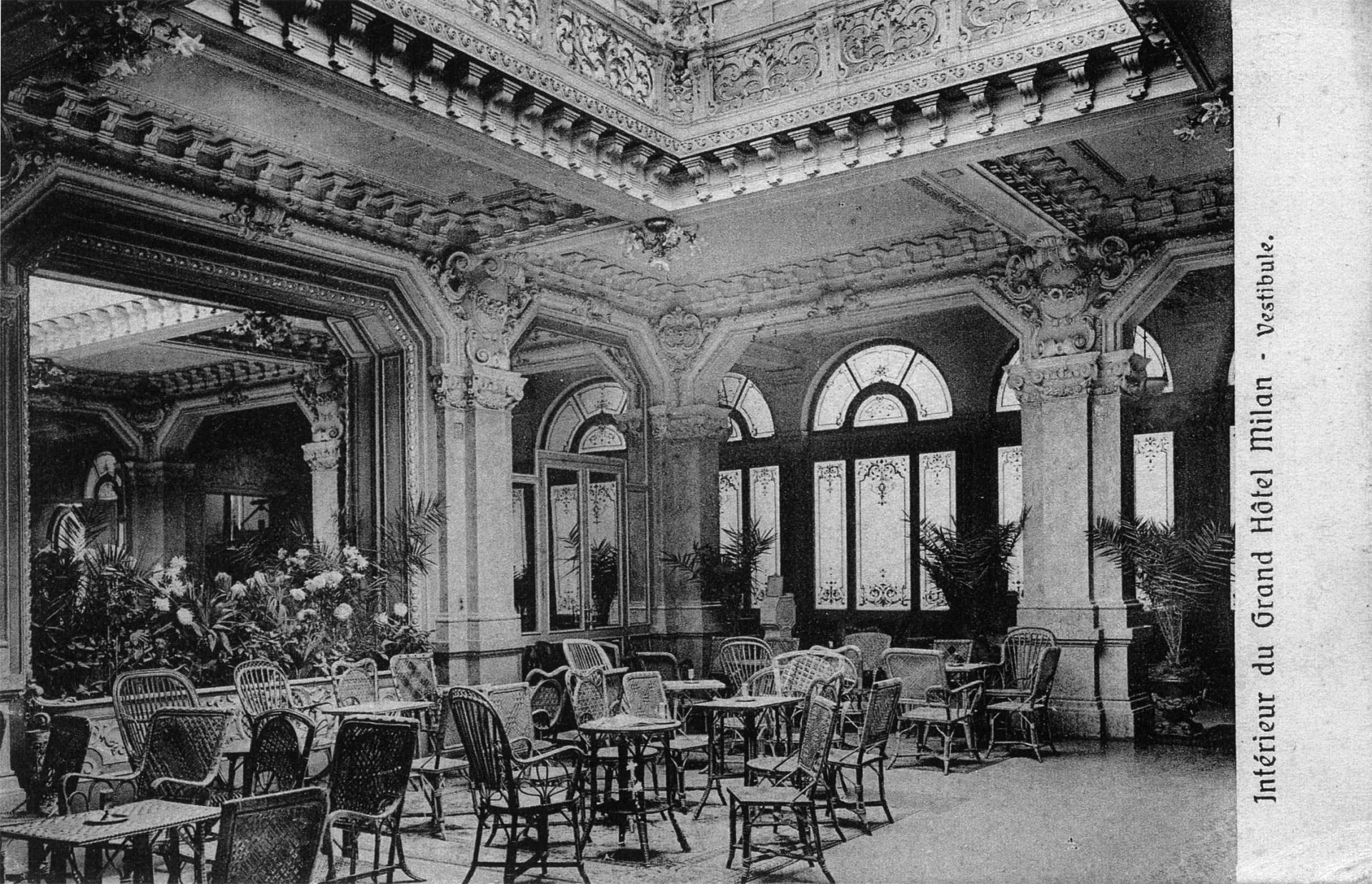 Black and white interior image of Grand Hotel et de Milan in the year 1800