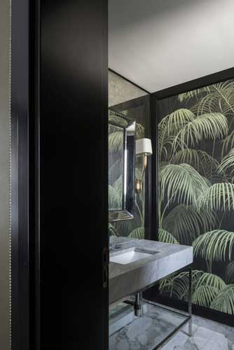 contemporary bathroom covered with Italian marble designed by one of the best interior designer in Dubai
