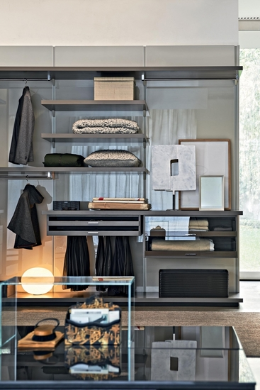Molteni Gliss walk-in and detail of internal shelves
