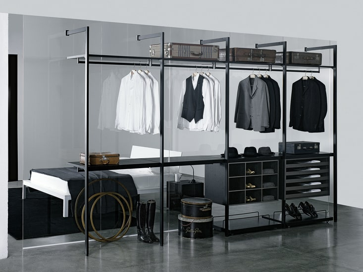 Linearity and simplicity are two of the main features of Porro walk in closet