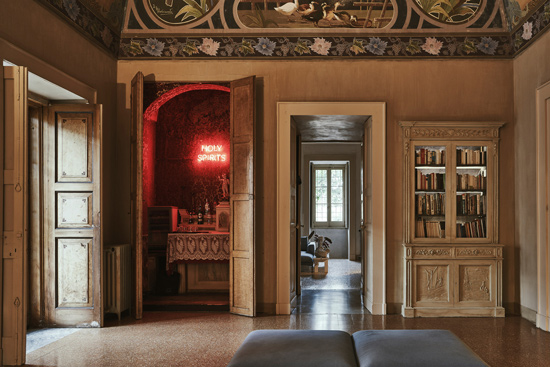 Palomba Serafini Associati, one of the best Italian interior design company names in Italy, developed an important renovation project in Palazzo Daniele hotel in Puglia