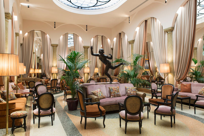 luxury hotels in Milan and Grand Hotel et de Milan bar area
