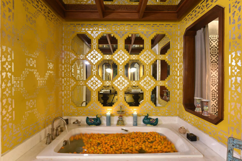 Designer bathtub surrounded by mirrors designed by one of the Best Interior Design Firm in Bangkok according to Esperiri