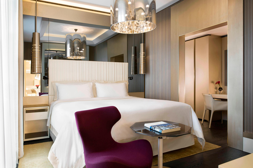 A golden-cream palette and precious designer furniture define the interiors of the Excelsior Hotel Gallia, one of the most exclusive hotel in our list of the best five hotels in milan