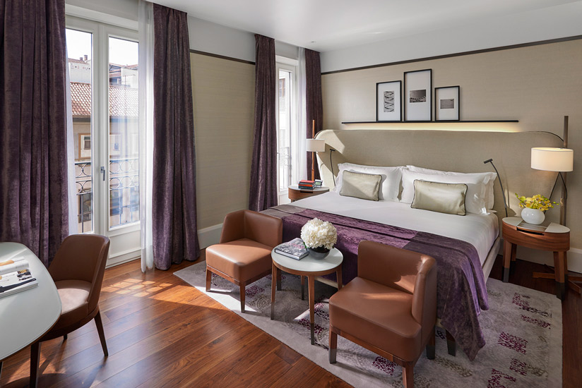 A suite-room of the Mandarin Oriental, the most luxury hotel in our selection of the best 5 star hotels in Milan by esperiri milano